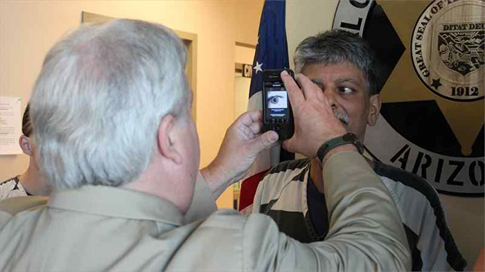 Mobile Iris Recognition in Public Safety